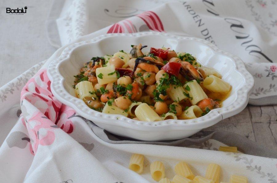 Pasta con ceci e cozze- La fabbrica della pasta di Gragnano