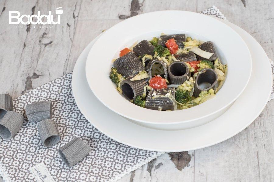 Paccheri al nero di seppia con pasticcio di verdure-la fabbrica della pasta di Gragnano