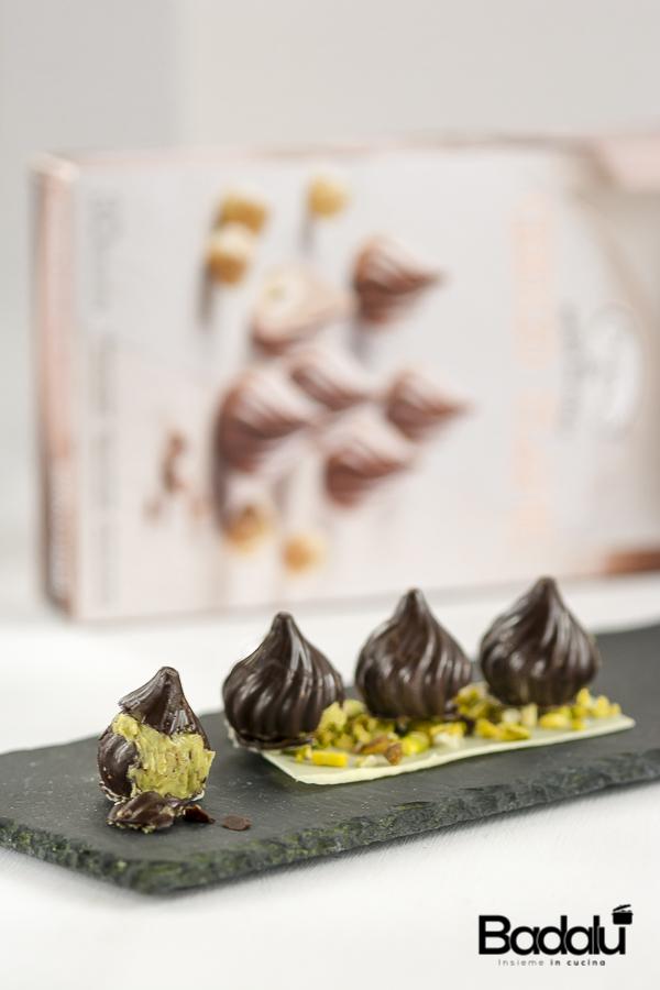 Cioccolatini fondenti con cuore morbido al pistacchio