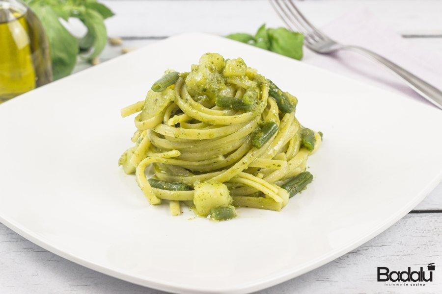 Linguine con il pesto di basilico alla genovese- la fabbrica della pasta di gagnano
