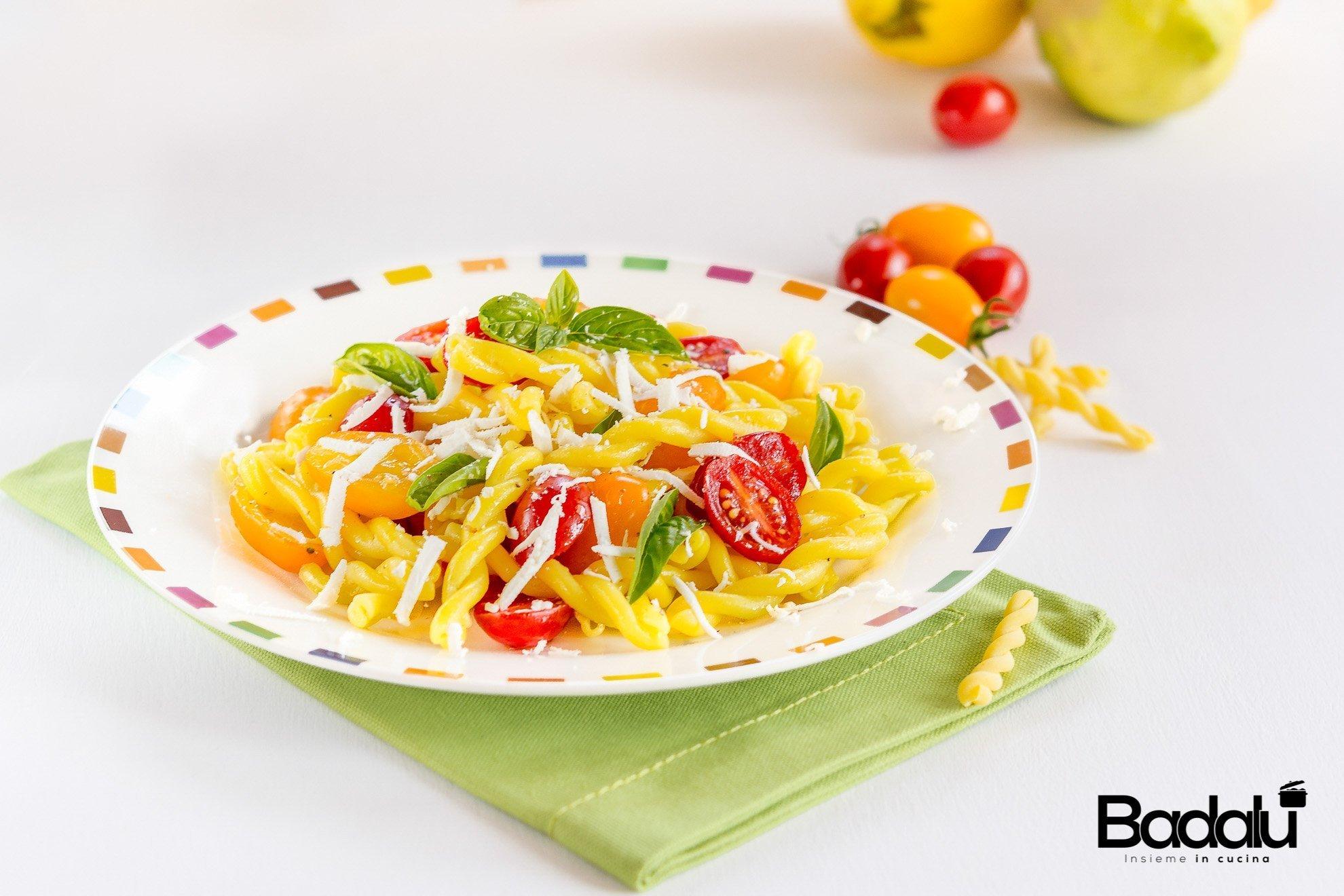 Riccioli al limone con datterini e scaglie di ricotta salata La fabbrica della pasta di Gragnano