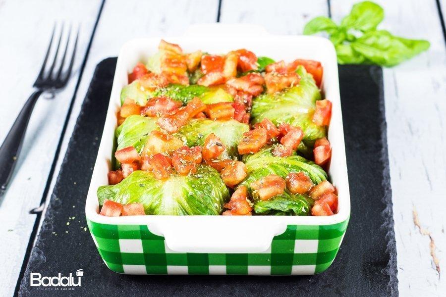 Involtini di lattuga con patate e verdure di stagione