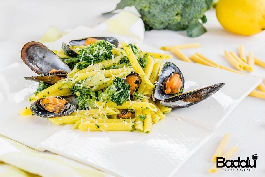 Pennette lisce al limone con cozze e broccoli La Fabbrica della Pasta di Gragnano