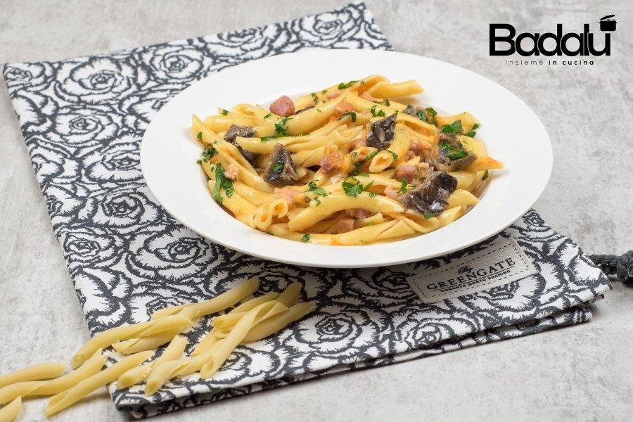 Puntiglius con crema di zucca, funghi cardoncelli , pancetta e rucola -la fabbrica della pasta di Gragnano