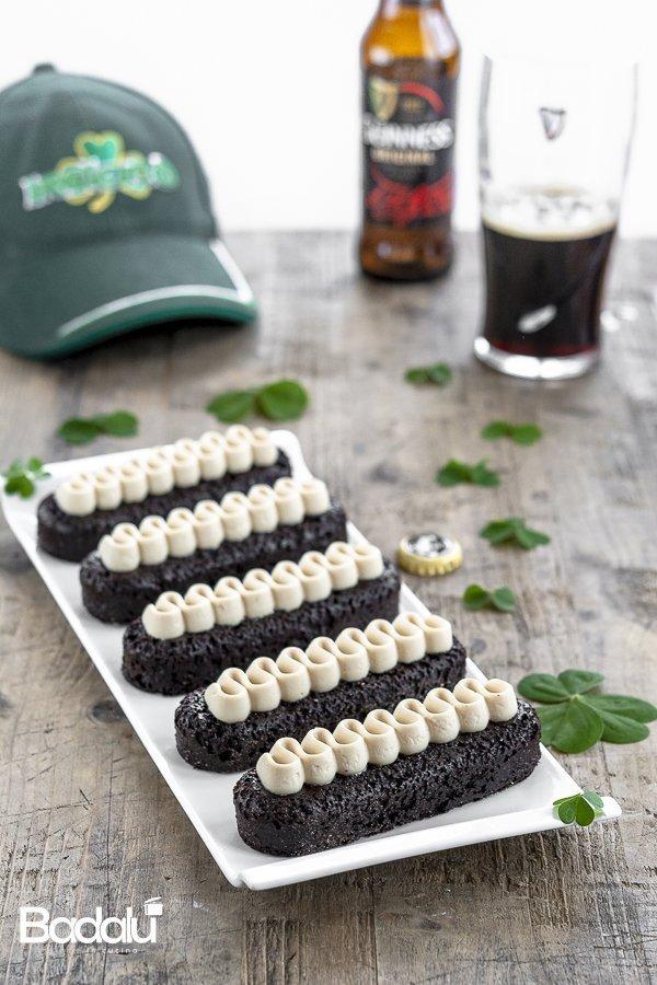 Mini Guinness Cakes con crema all'Irish whisky