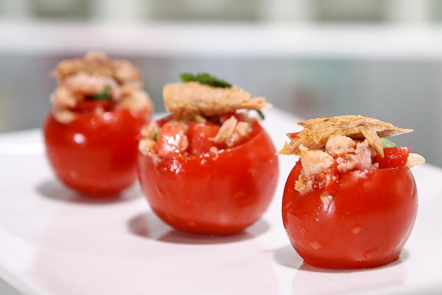 Pomodori ripieni di panzanella e tonno