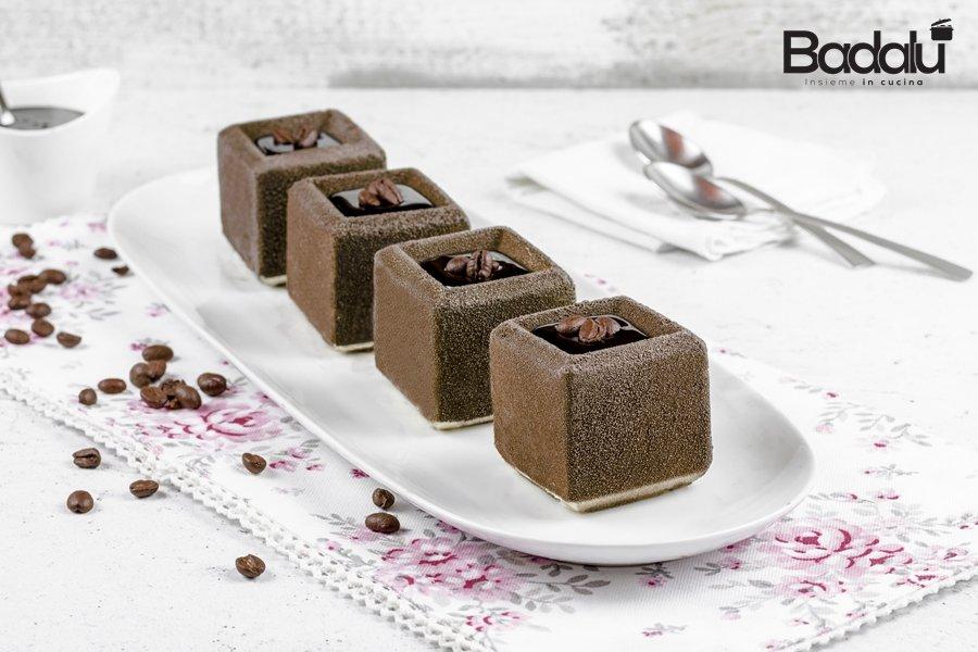 Tiramisù mini con topping al cioccolato- silikoamrt
