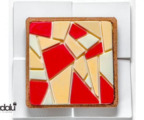 Torta mosaico con cremoso al cioccolato bianco e orange curd stampo mattonella Silikomart