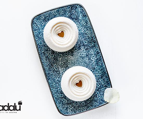 Panna cotta alla vaniglia con cuore di liquirizia - Coccola di Silikomart