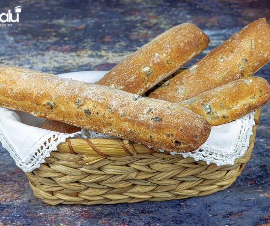 Bastoncini di pane con le olive