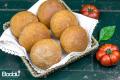 Panini con farina e semola integrale con polpa di pomodori
