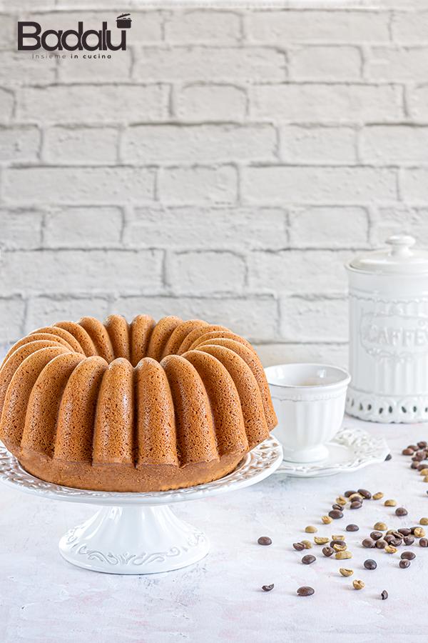 Bundt cake al caffè con panna e rum