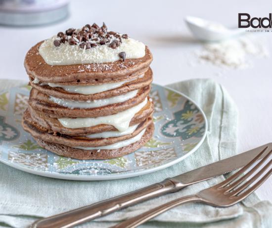 Pancakes al cacao con crema al cocco