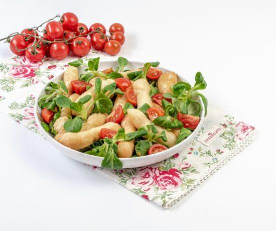Angioletti di pizza con insalata e pomodorini - lo conte