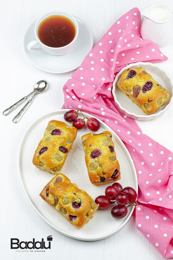 Mini plumcake con uva e gocce di cioccolato