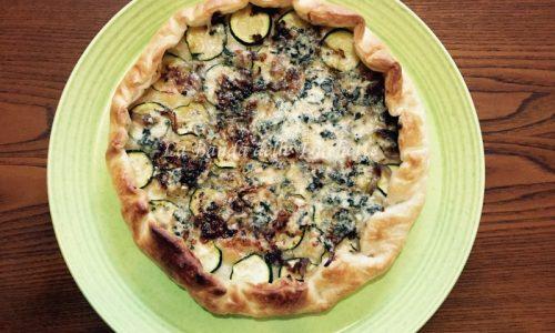 Torta salata zucchine, cipolla rossa di Tropea e gorgonzola