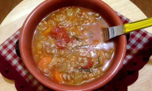 Zuppa di farro integrale decorticato