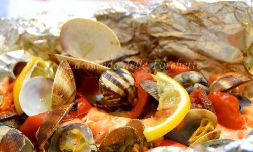 Cartoccio di mare con menu di pesce completo