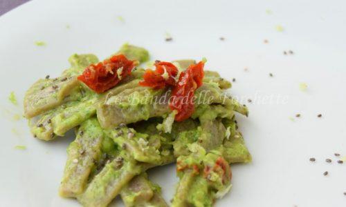 Pizzoccheri alla crema di avocado e pomodorini secchi