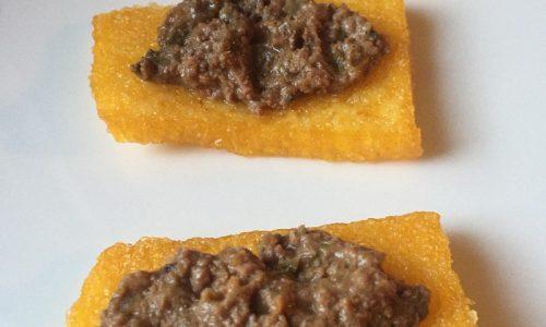 Crostini toscani su polenta fritta