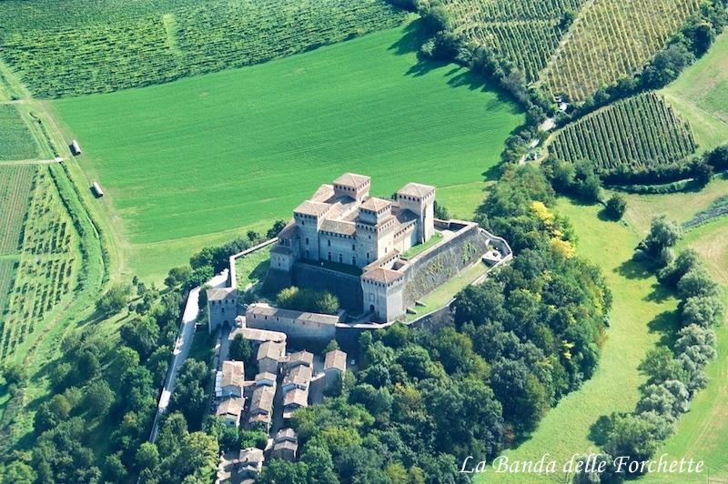 Emila Romagna Castello di Torrechiara Avioturismo