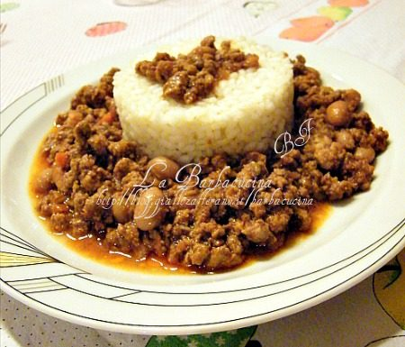 Riso con chili di carne e fagioli rossi, ricetta piatto unico