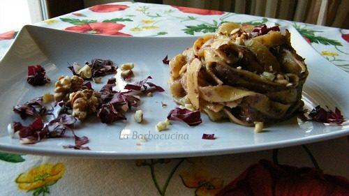 Tagliatelle con crema radicchio e taleggio, ricetta primi piatti