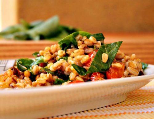 Farro con lenticchie, pomodorini e spinaci, ricetta vegetariana