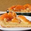 Crostata con pesche caramellate all'amaretto