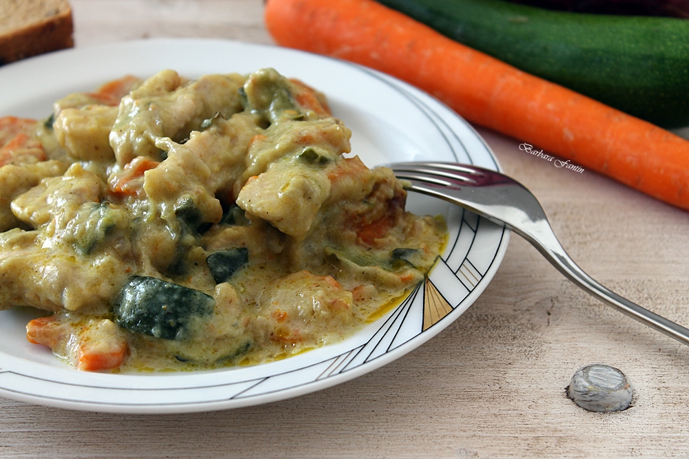Pollo al curry, cipolla Tropea, carote, zucchine
