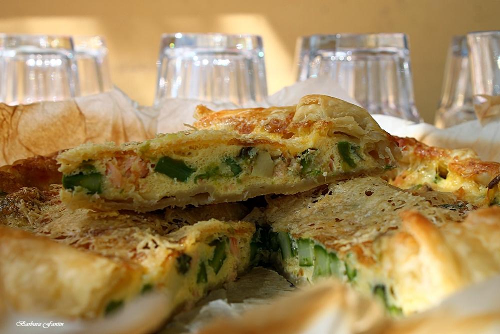Sfoglia con asparagi, uova e salmone