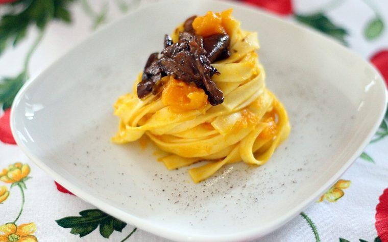 Tagliatelle con crema di zucca e porcini secchi, ricetta primi piatti