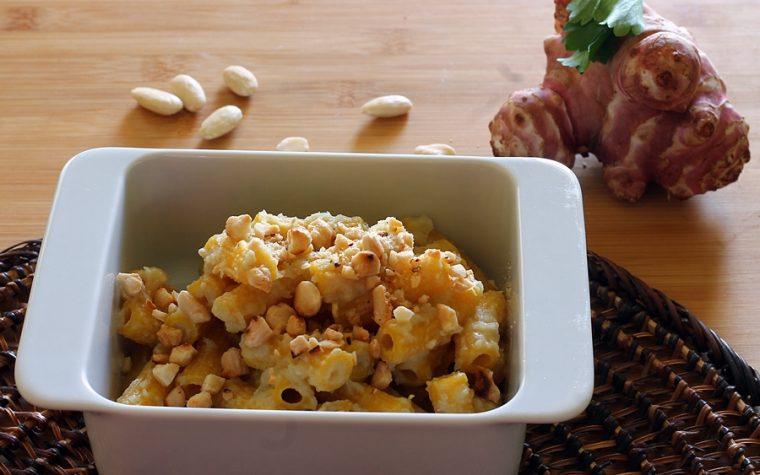 Pasta con crema di topinambur e mandorle tostate