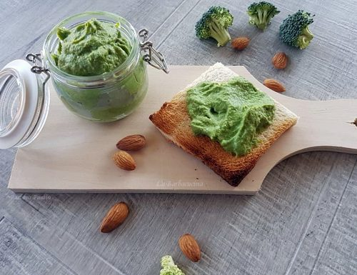 Crema di broccoli con porri e mandorle