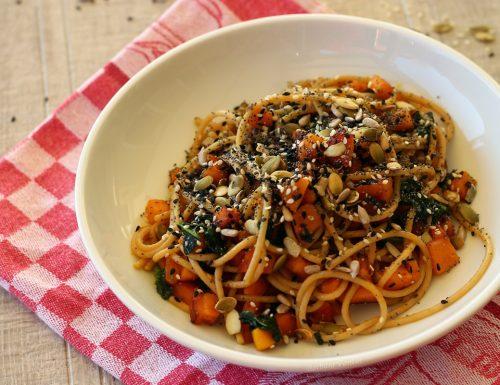 Spaghetti integrali con zucca e semi