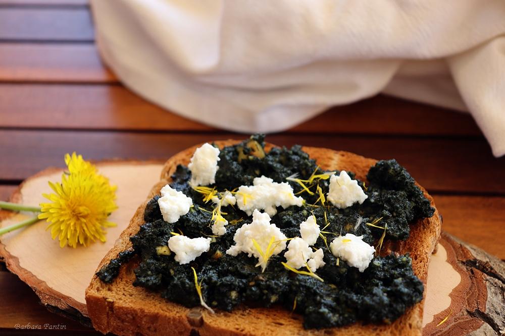 Pesto di ortiche con mandorle tostate - La Barbacucina