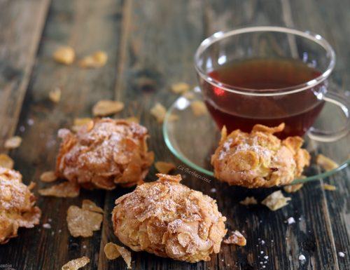 Biscotti con mele e corn flakes