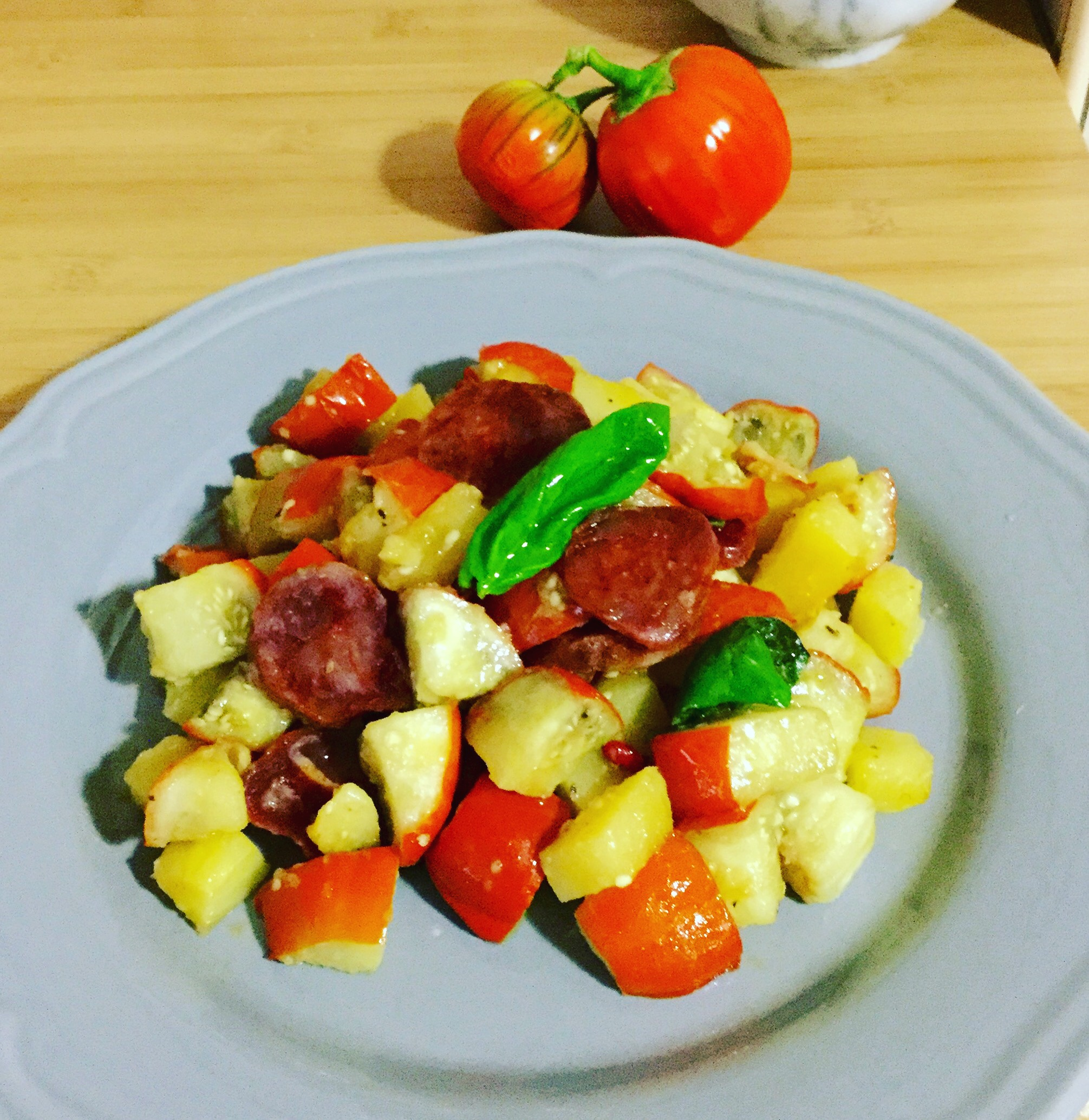 Melanzane rosse, patate e salame piccante