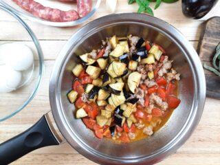scialatielli melanzane, salsiccia e mozzarella