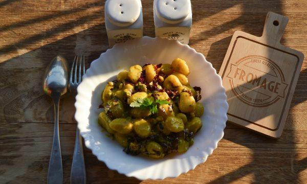 Gnocchi al gorgonzola con curcuma noci e radicchio