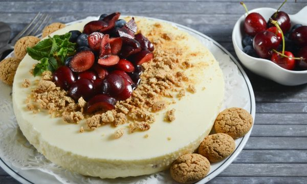 Cheesecake alla crema chantilly e frutti di bosco