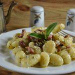 Gnocchi con gorgonzola al mascarpone e pancetta affumicata