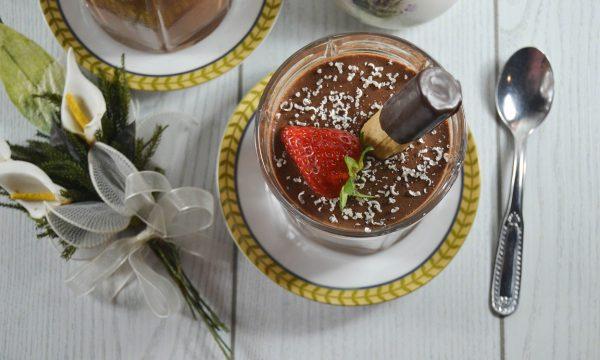 Mousse soffice al cioccolato fondente e panna