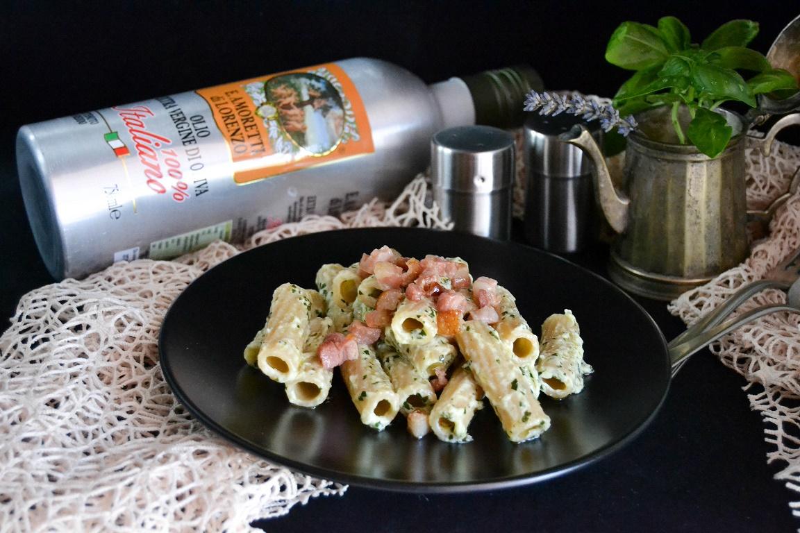 Tortiglioni con crema di basilico e pancetta