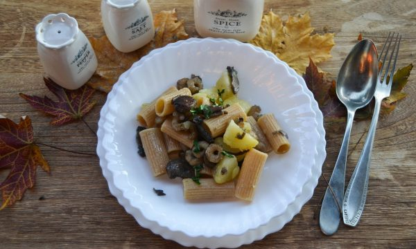 Rigatoni con funghi patate e gamberetti