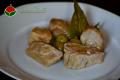 Tonno fresco in padella con olive e aceto