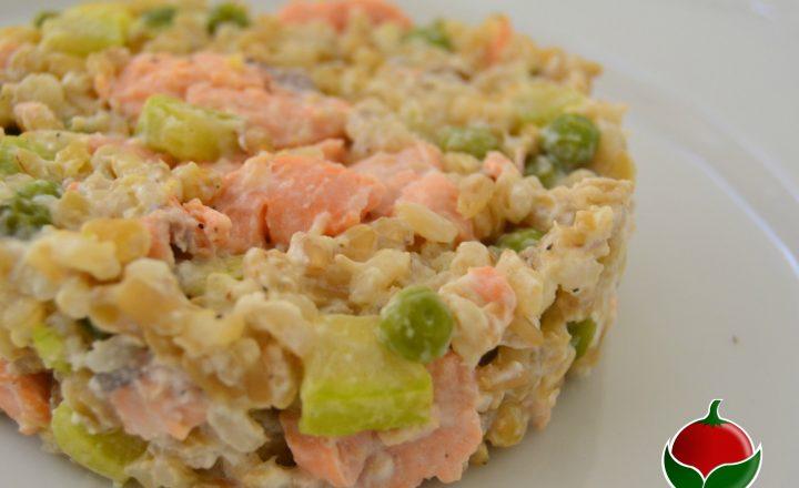 Riso avena e grano con salmone e verdure