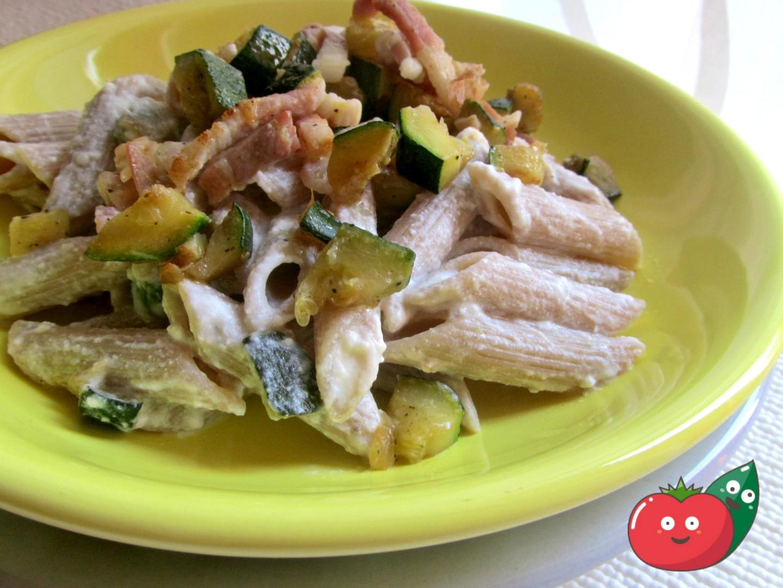 pasta cremosa con zucchine e pancetta