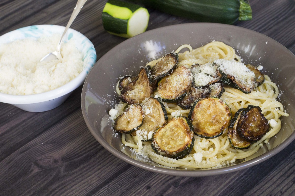 pasta con zucchine fritte ricetta siciliana