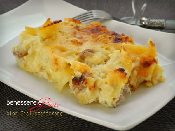 Pasta gratinata al forno con Salsiccia e Mozzarella